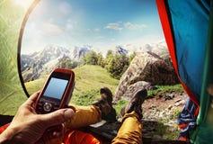GPS navigatör i hand Arkivbilder