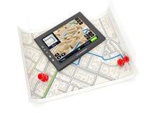 Gps-navigatör och kortet Royaltyfri Foto