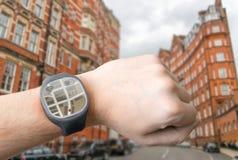 GPS-navigatiesysteem op slim horloge Modern technologieconcept Royalty-vrije Stock Afbeeldingen
