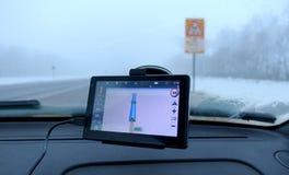 GPS-Navigator im Auto lizenzfreie stockbilder