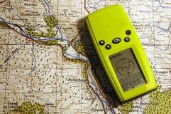 GPS op oude kaart Royalty-vrije Stock Foto's
