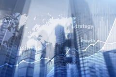 Gráfico abstrato, carta e diagrama da exposição dobro do fundo do negócio Mapa mundial e Negócio global e troca financeira imagem de stock royalty free