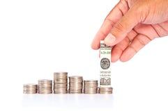 Gráfico con la moneda y el efectivo Imágenes de archivo libres de regalías