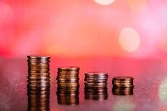 Gráfico con las monedas: pérdidas rojas Imagen de archivo libre de regalías