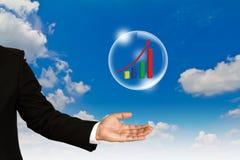 Gráfico de asunto en burbuja sobre mano AG del hombre de negocios Fotografía de archivo