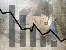 Gráfico de barra de baixas vendas e projeto composto sujo do grunge falido da previsão com o homem de negócios frustrante cansado Fotografia de Stock