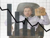 Gráfico de barra de baixas vendas e projeto composto sujo do grunge falido da previsão com o homem de negócios frustrante cansado Fotografia de Stock Royalty Free