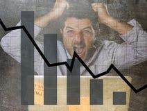 Gráfico de barra de ventas bajas y diseño compuesto sucio del grunge arruinado de la previsión con el hombre de negocios frustrad Fotos de archivo