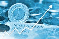Gráfico de la flecha que sube y dinero en circulación polaco imagen de archivo