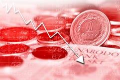 Gráfico de la flecha que va abajo y dinero en circulación polaco Fotos de archivo libres de regalías