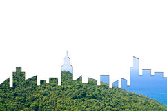 Gráfico de la forma de la ciudad en fondo del bosque y del mar Arquitectura verde del edificio fotos de archivo