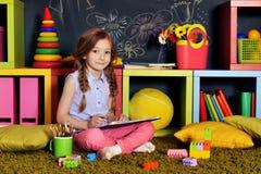 Gráfico de la niña con los lápices Imagenes de archivo