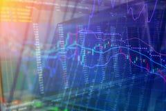 Gráfico de la palmatoria sobrepuesto en un tablero negro de la compra y venta de acciones Imagen de archivo