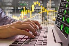 Gráfico de los datos del mercado de acción y financiero con la visión desde el LED Fotografía de archivo