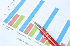 Gráfico de negócio com pena vermelha Imagem de Stock