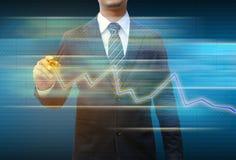 Gráfico de negócio do desenho da mão do homem de negócios Fotos de Stock