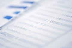 Gráfico de negócio no jornal Fotografia de Stock