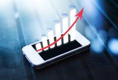 Gráfico de negócio no telefone esperto Imagem de Stock