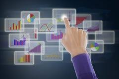 Gráfico de negócio tocante da mão Imagem de Stock