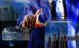 Gráfico de negócio virtual interativo da exposição da mão Crie a carteira virtual Dinheiro virtual de mineração Resolva o bloco g imagem de stock royalty free