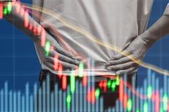 Gráfico de observación del mercado de acción del hombre de negocios Foto de archivo