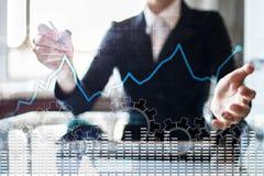 Gráfico del análisis de datos en la pantalla virtual Finanzas del negocio y concepto de la tecnología fotografía de archivo