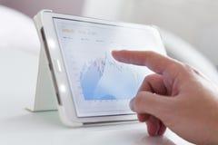 Gráfico do mercado de valores de acção Fotos de Stock Royalty Free