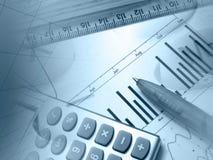 Gráfico, pena, régua e calculadora foto de stock
