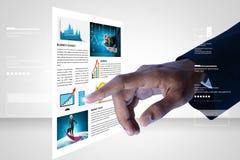 Gráfico tocante do mercado de valores de ação do homem Imagens de Stock Royalty Free