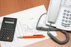 Gráfico y calculadora II del teléfono Fotos de archivo libres de regalías