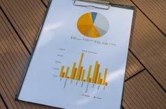 Gráfico y carta de asunto foto de archivo libre de regalías