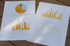 Gráfico y carta de asunto foto de archivo