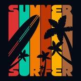 Gráficos de la tipografía de la camiseta de la persona que practica surf del verano, vector stock de ilustración