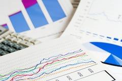 Gráficos de negócio. Foto de Stock