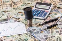 gráficos de negócio com calculadora e dólar Vista superior Foto de Stock