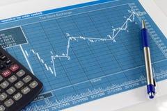 Gráficos del mercado de acción Fotografía de archivo libre de regalías