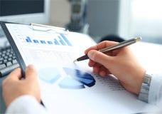Gráficos do mercado de valores de ação Fotografia de Stock