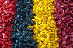 Gránulos plásticos coloridos del polímero Imagen de archivo libre de regalías