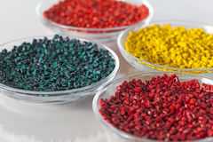 Gránulos plásticos multicolores Fotografía de archivo libre de regalías
