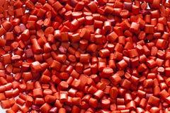 Gránulos plásticos rojos Fotos de archivo libres de regalías