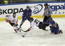 Grâ Bretanha contra a esteira do hóquei em gelo do campeonato mundial de Hungria IIHF Foto de Stock Royalty Free