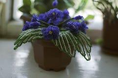 Grânulo da flor feito com suas próprias mãos Fotografia de Stock Royalty Free