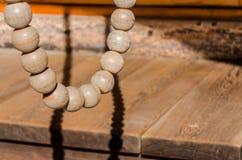 Grânulo de madeira para a oração no templo do buddhism imagem de stock