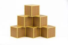 Grânulos dourados de Montessori - cubo 1000 Fotografia de Stock Royalty Free