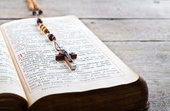 Grânulos e breviário do rosário Foto de Stock Royalty Free