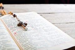 Grânulos e breviário do rosário Fotografia de Stock