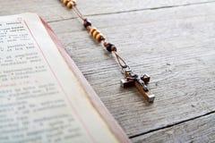 Grânulos e breviário do rosário Imagens de Stock Royalty Free