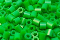 Grânulos plásticos verdes Fotografia de Stock