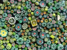 Grânulos verdes no preto fotos de stock royalty free