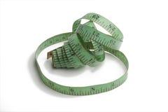 Grünes altes und benutztes messendes Band des Schneiders stockfoto